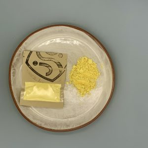 25g yellow pigment in a pack and yellow pigment powder